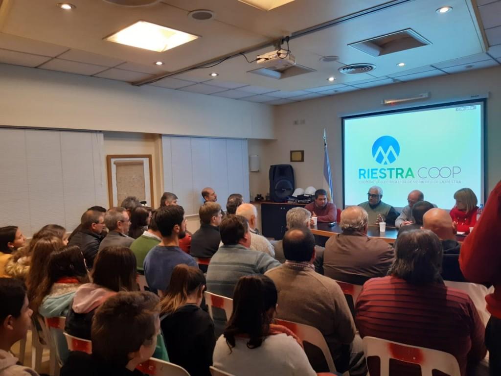 Charla sobre cooperativismo en sede de la Cooperativa Eléctrica de Norberto de la Riestra